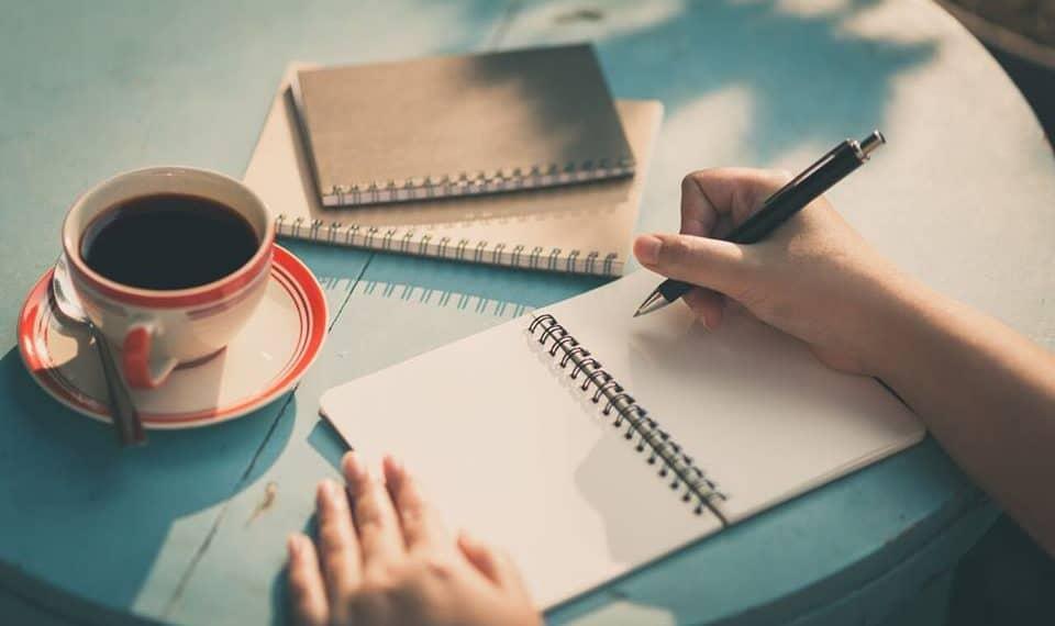 Cách viết bài review chất lượng mà ai cũng làm được | Working24