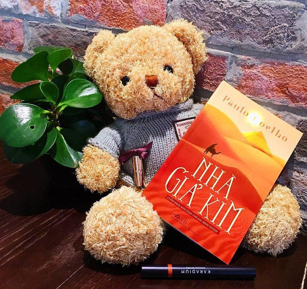 """Review Sách """"Nhà Giả Kim"""" - Những giá trị sâu sắc về cuộc sống và ..."""